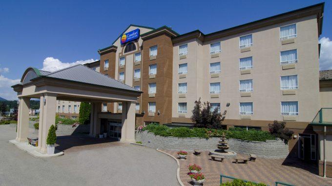 Exterior 6, Comfort Inn, Salmon Arm, Shuswap, summer, accommodations, Darren Robinson